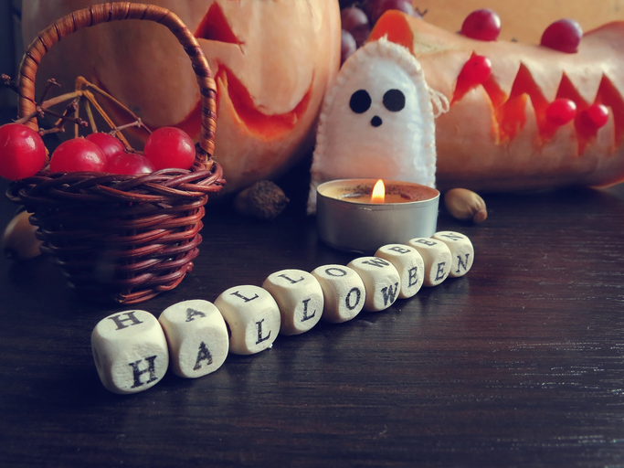 10 Easy & Awesome DIY Halloween Decorations
