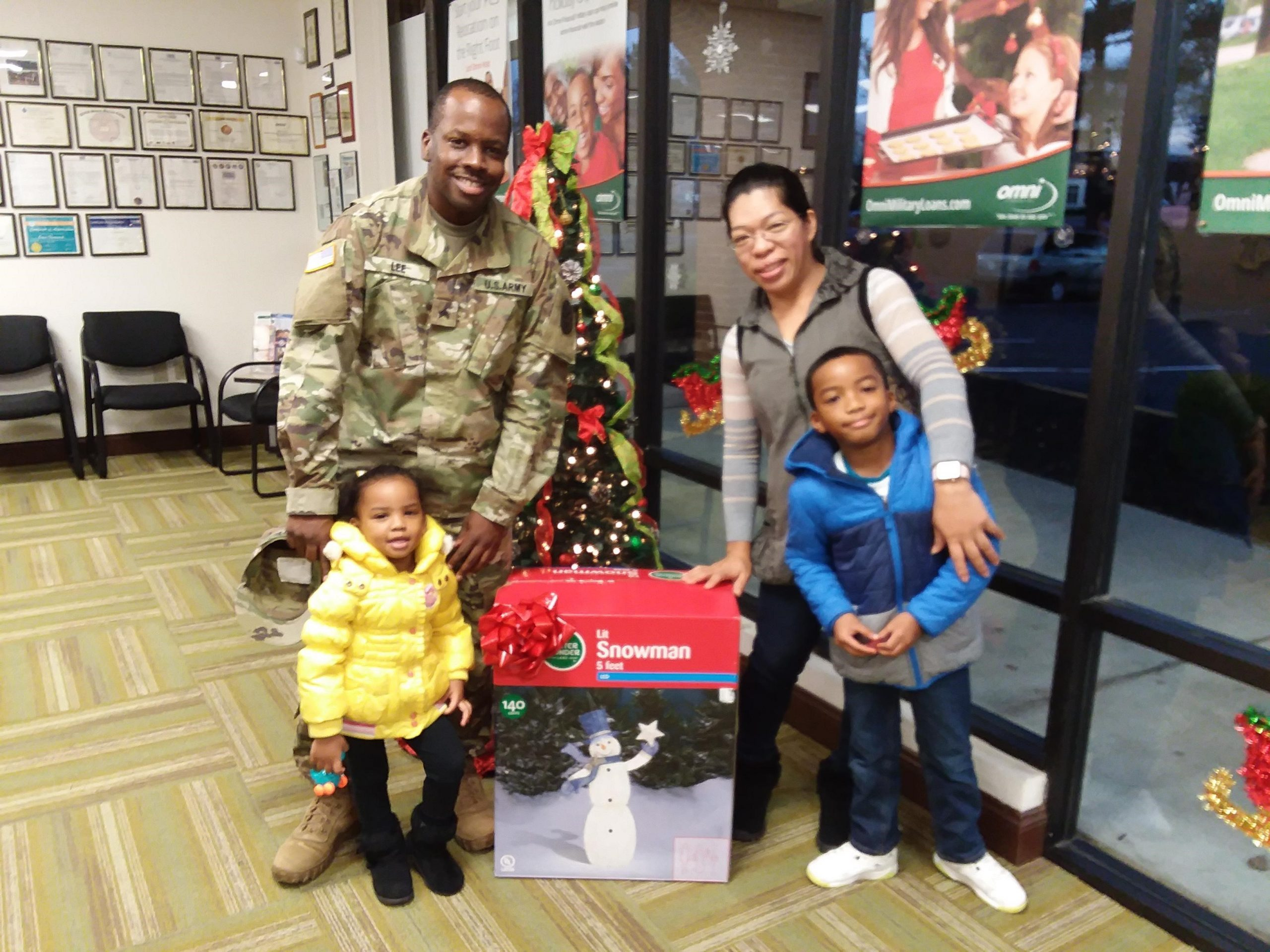 Fort Lee's Lee Family Picking up their 5 foot LED Snowman from Omni Office Prince George